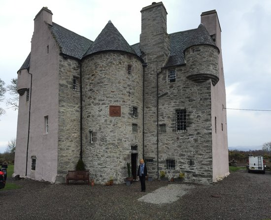 Stravaigin Scotland: A girl and her castle (with fireplace!)