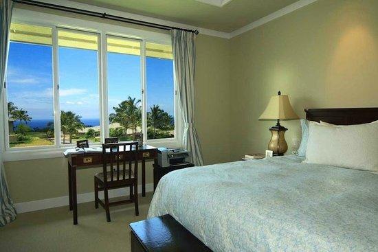 Wai'ula'ula at Mauna Kea Resort : guest bedroom