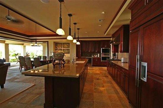 Wai'ula'ula at Mauna Kea Resort : chef's kitchen in private villa