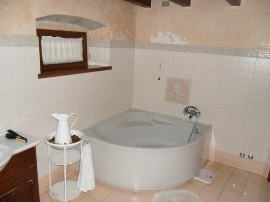 Bed & Breakfast La Corte : Общая ванная комната достаточно просторная