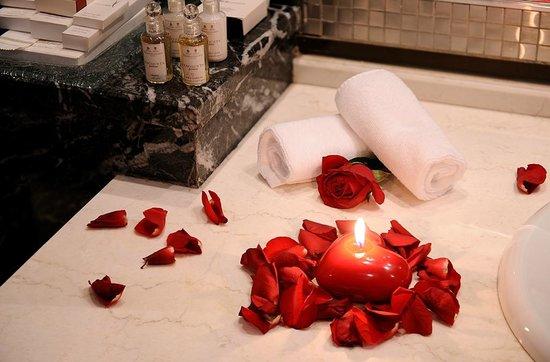 Al Hamra Palace Hotel Riyadh: Panoramic Suite (Honeymooners)