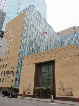 The Westin Minneapolis : Old bank facing other financial buildings