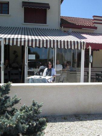 La Grappe d'Or: et un café en terrasse