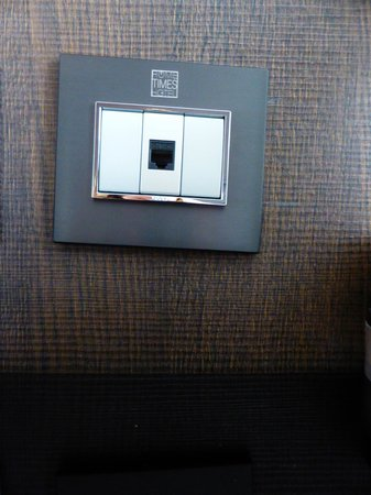 Rome Times Hotel: Squint light switch