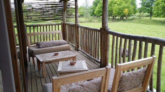 Les Lodges du PAL : La terrasse avec vue sur les animaux