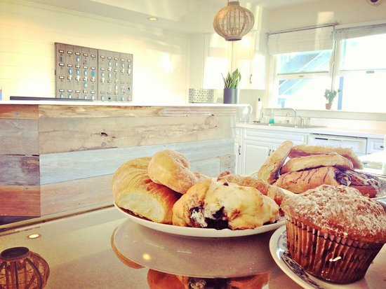 Haven Montauk : Lobby with fresh pastries