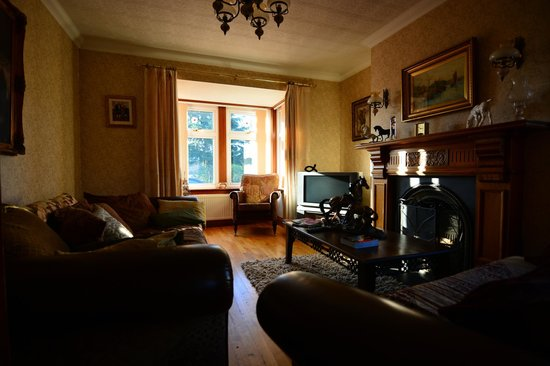 Viewmount: Antique Living Room