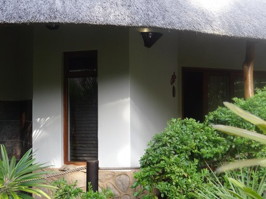 Lodge Afrique: Outside of room