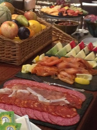 Auchrannie House Hotel: Continental breakfast buffet (hot dishes to order)