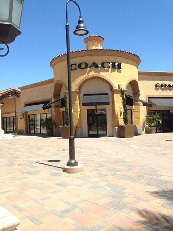 Desert Hills Premium Outlets: Coach! Get here early!