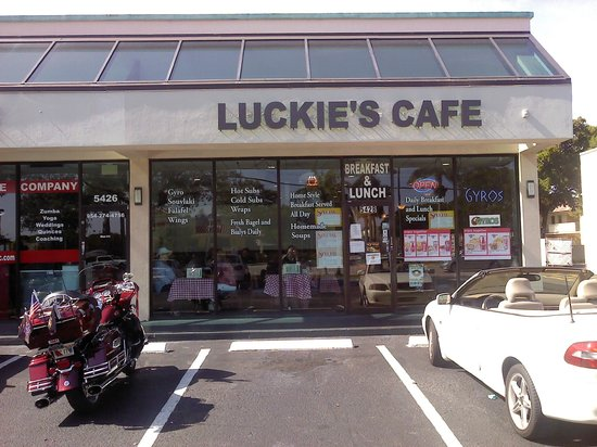 Luckies Cafe: STORE FRONT