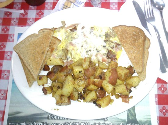 Luckies Cafe: MEAT LOVERS OMELET