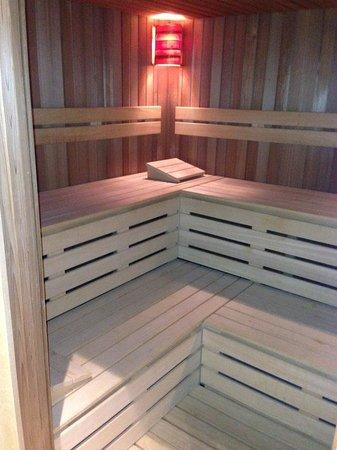 Grand Hyatt Cannes Hôtel Martinez: Ensuite sauna!