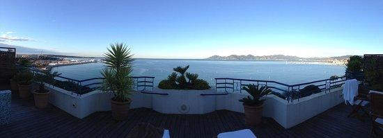 Grand Hyatt Cannes Hôtel Martinez: terrace view from suite