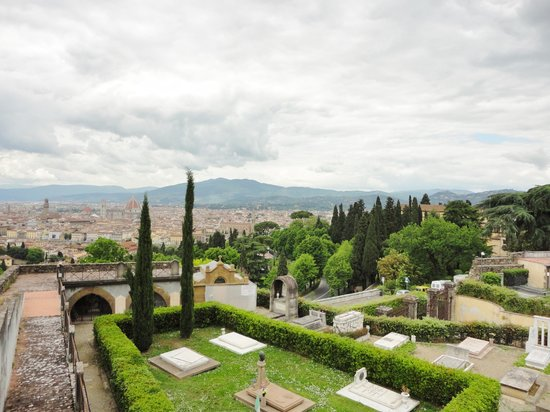 Basilica San Miniato al Monte : View from the rose garden, see part of the old city wall