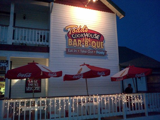 Alice's Cookhouse: Exterior of Todd's Cookhours Barbeque, Oakhurst, CA