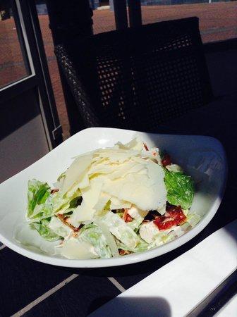 Big Blue Hotel: Salad
