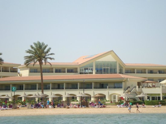 Cleopatra Luxury Resort Makadi Bay: Вид на корпус у пирса
