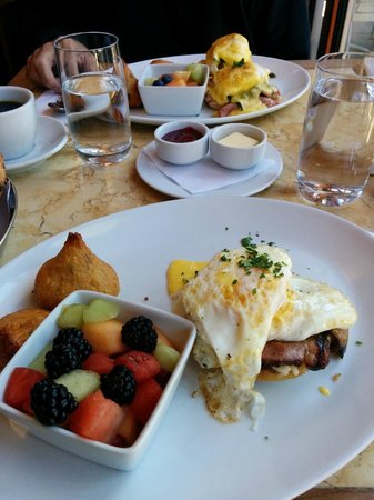 Tarte Fine aux poireaux with eggs, bacon and Hollandaise
