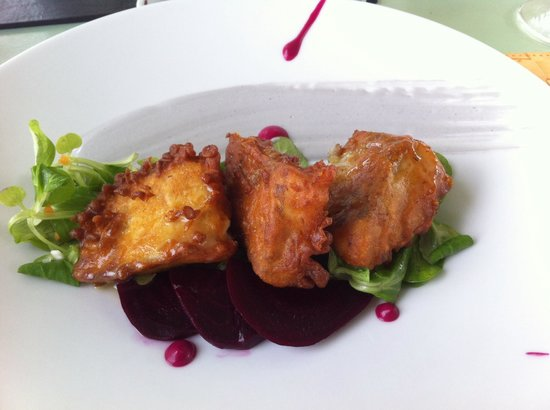 Nichteri: Caper crusted cod with beet root and salad