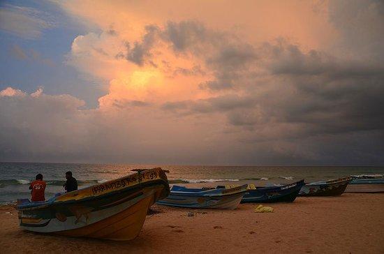 Shahira Hotel Nilaveli: sunset at the beach
