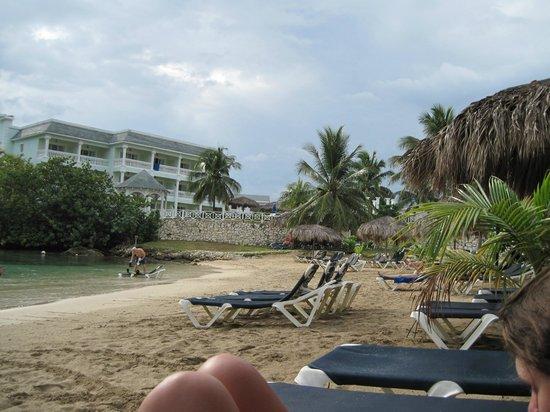 Grand Palladium Lady Hamilton Resort & Spa: Coral Cove Beach