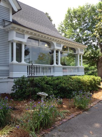 The Bulloch House Restaurant: Side dining view