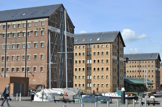 Travelodge Gloucester: Redeveloped Warehouse - marina, restaurants here