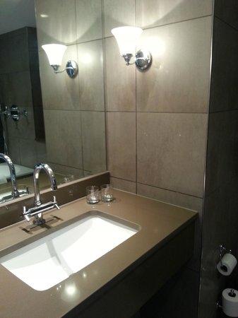 Slaley Hall: Deluxe Bedroom Bathroom