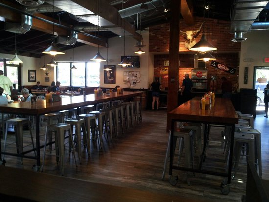 4 Rivers Smokehouse: Open seating. Cool style