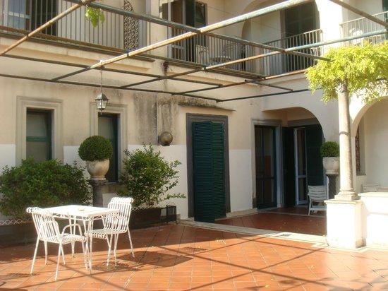 Hotel Scapolatiello : balconi camere che danno sul terrazzo comune