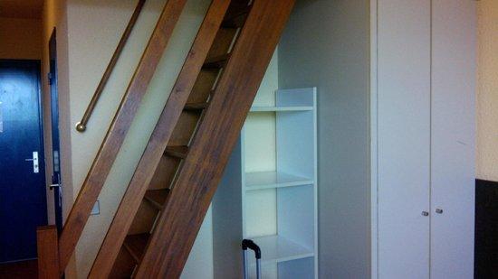 Ibis Styles Deauville Centre: rangement, escalier mezz