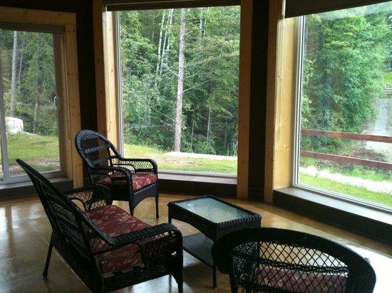 Cedar House Restaurant & Chalets : Sun Suite Sun Room