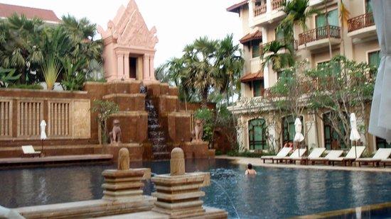 Sokha Angkor Resort: Beautiful pool area