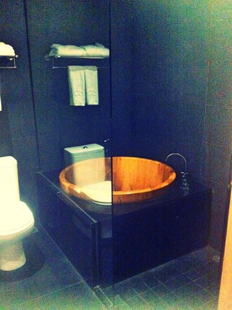 Horizon Hotel: Bath tub