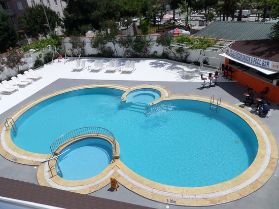 Golden Moon Apart Hotel: swimming pool