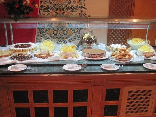 Hotel Al Jazira Beach & Spa: Buffet desserts