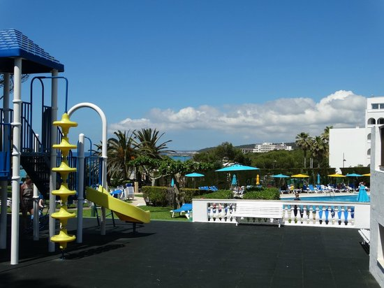 Hotel Stil Victoria Playa: Play area and pool
