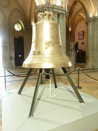 Notre Dame Cathedral: The over 1100 kg bell in honour of the 70th anniversary of D-Day