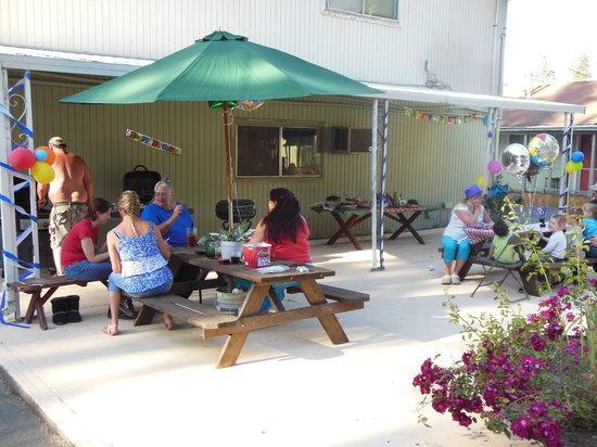 Rogue River Inn : Birthday BBQ