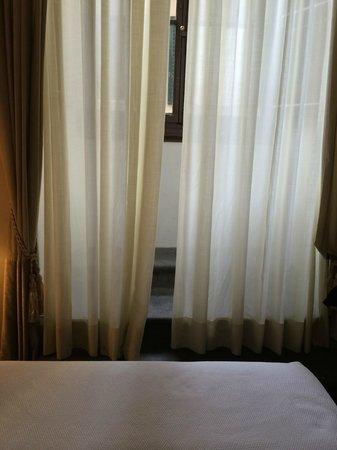 NH Collection Firenze Porta Rossa : Vista a la calle desde la habitación