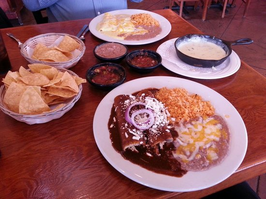 Carlos Miguel's Mexican Bar & Grill: Recommend the Chicken Mole. The tortilla chips salsa and queso came as we sat down!