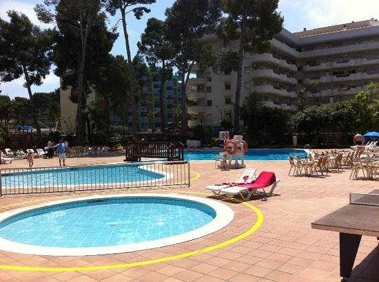 Hotel Marinada: piscina exterior