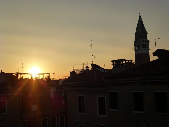 Residence Corte Grimani: Sunset view of the St. Mark Clocktower