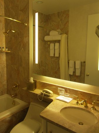 Trump International Hotel and Tower New York: Bathroom of Executive City View Suite
