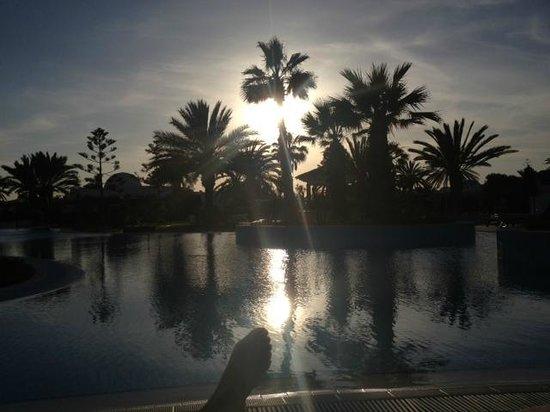 Djerba Plaza Hotel & Spa : Piscine (en début de soirée)