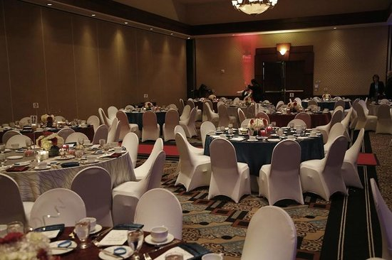Hilton Woodland Hills/Los Angeles: Partcial View of Gala Dining Area