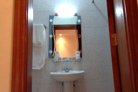 Longview Suites: Bathhroom