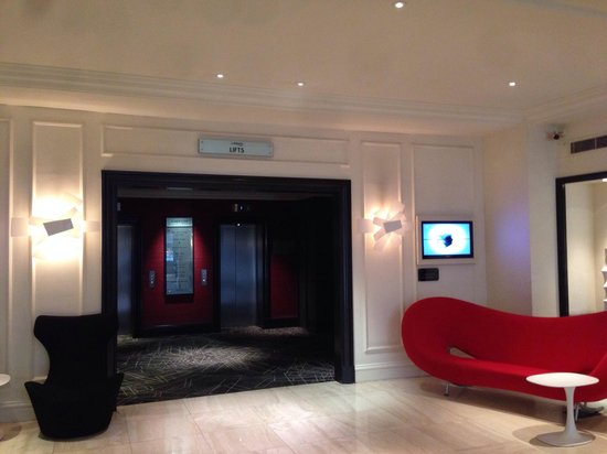 Le Meridien Piccadilly: Ground floor elevators
