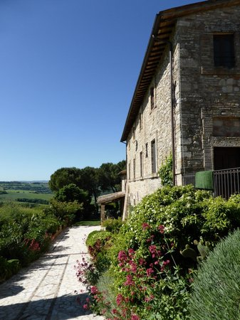 Agriturismo Casale dei Frontini : The side of the building offering excellent views